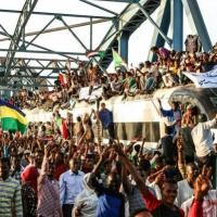 """السودان: """"العسكري"""" يدعو المعارضة للاجتماع والقضاة ينضمون للاعتصام"""