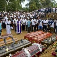 9 انتحارين بينهم امرأة نفذوا تفجيرات سيرلانكا