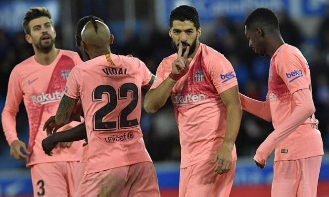 برشلونة يهزم ألافيس ويبتعد خطوة عن لقب الليغا