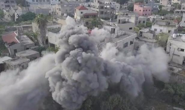 الاحتلال يهدم منزل عائلة الشهيد أبو ليلى