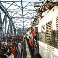 """""""مسيرة مليونية"""" تطالب بحكم مدني في السودان"""