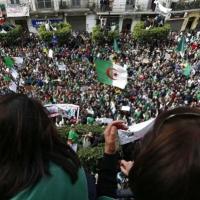 هل ينجح الجيش الجزائري في تجنب التورط بالشأن السياسي؟