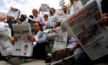 """حبس صحافيي """"جمهوريت"""" التركية بتهمة الإرهاب"""