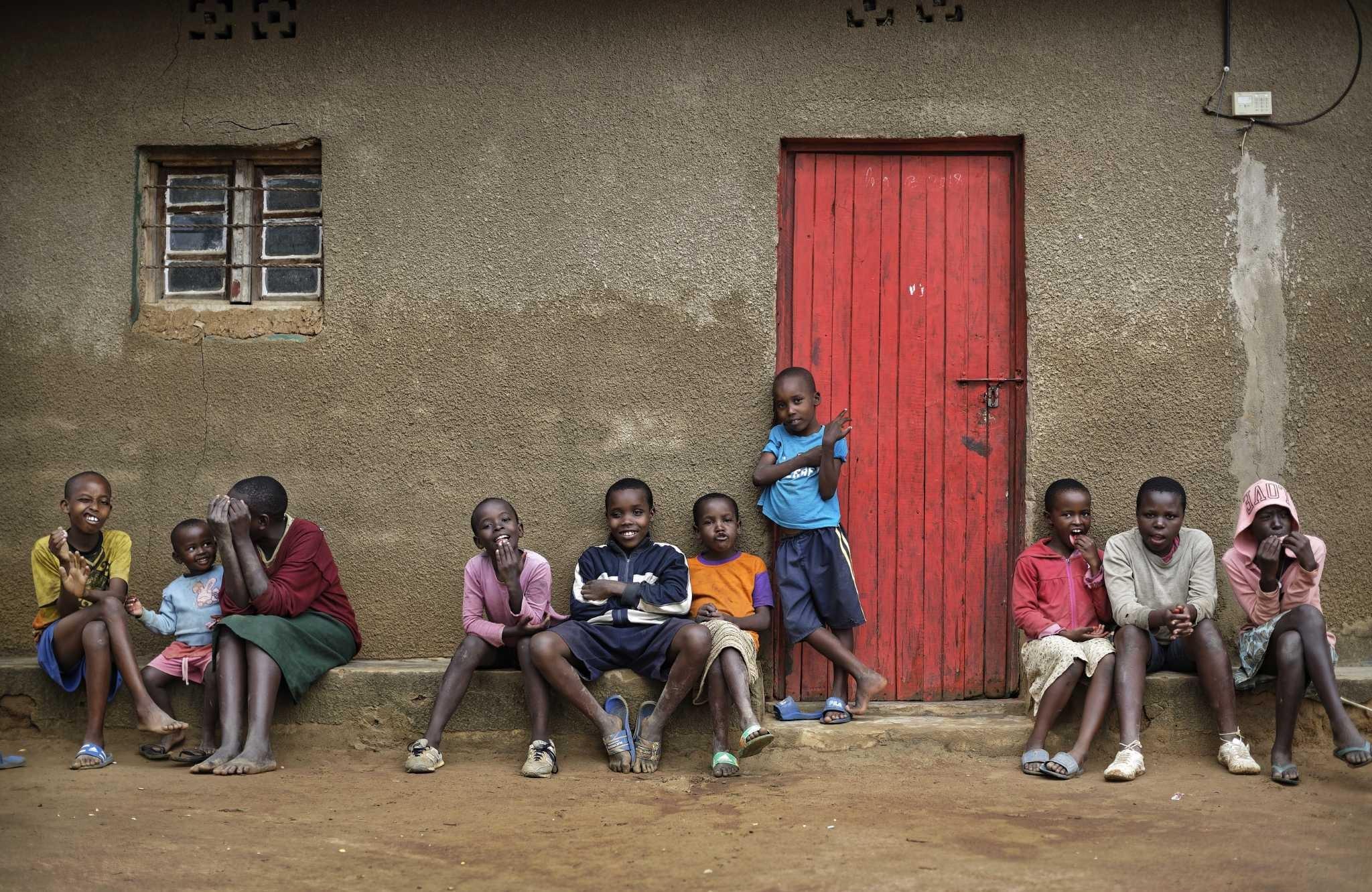 أطفال رواندا يأملون أن تتعافى بلادهم من آثار المجازر (أ ب)