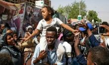 """""""العسكري السوداني"""" يجمد نشاط النقابات ويعفي مسؤولين برئاسة الجمهورية"""