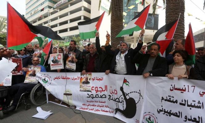 اقتحام سجن عسقلان وستة أسرى يواصلون الإضراب عن الطعام