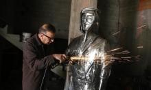 """فنان فلسطيني يحول """"ظريف الطول"""" إلى تمثال حديدي"""