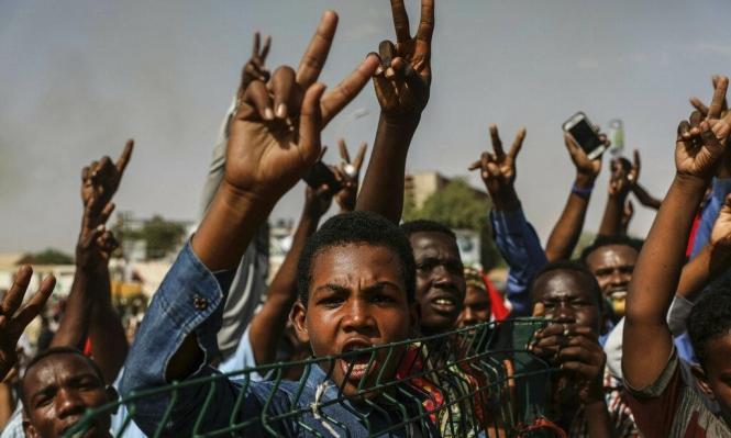 السودان: دعوات لعصيان مدني والجيش يحاول فض الاعتصام
