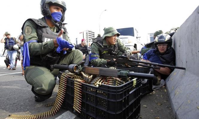 """فنزويلا: مواجهات في كراكاس ومادورو يؤكد """"ولاء الجيش"""""""