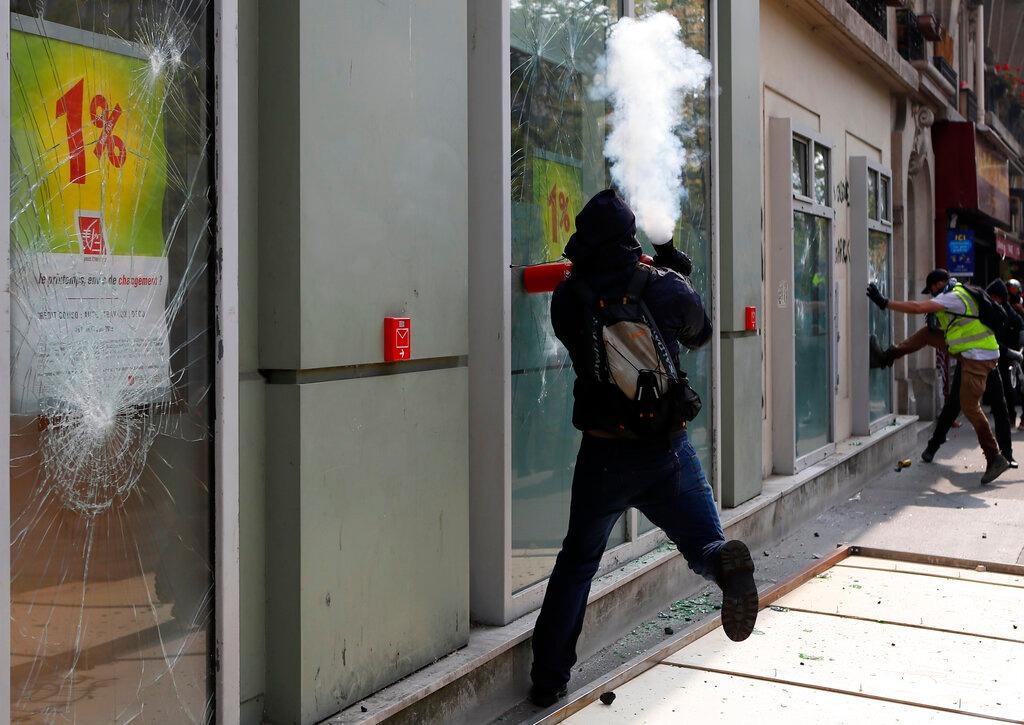مظاهرات عيد العمال: الشرطة الفرنسية تقمع المحتجين على سياسات ماكرون
