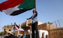 السودانيون يصلّون الجمعة في ساحات الاعتصام أمام قيادة الجيش