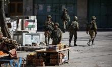 الخليل: الاحتلال يعتقل 15 شخصا بينهم متضامنين أجانب