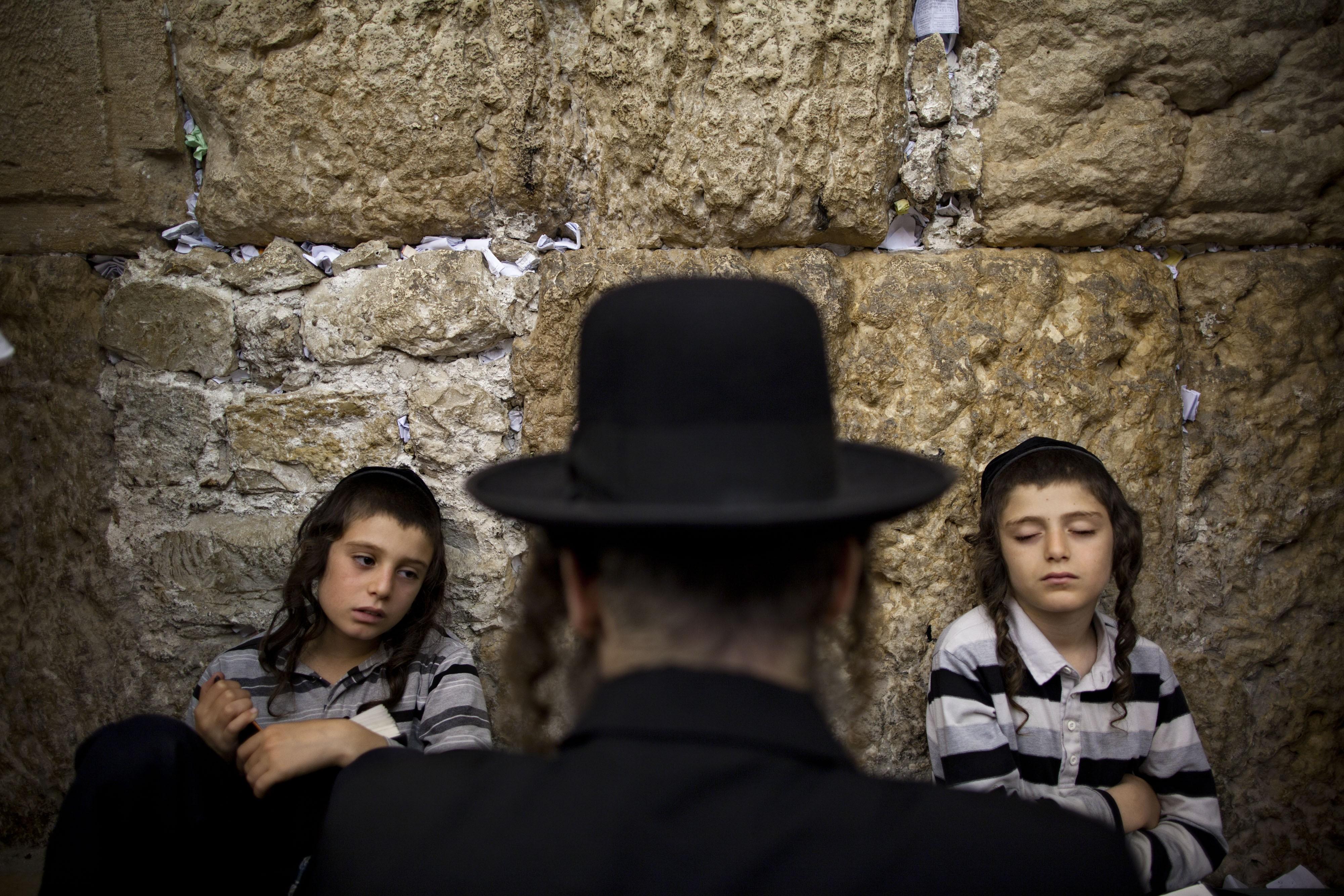الحريديون باتوا أكثر انفتاحًا على المجتمع الإسرائيلي (أ ب)