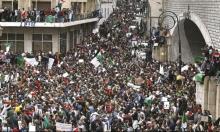 الجزائريون يتظاهرون من ساعات النهار الأولى