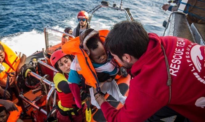 تونس: مصرع 70 مهاجرا إثر غرق قاربهم