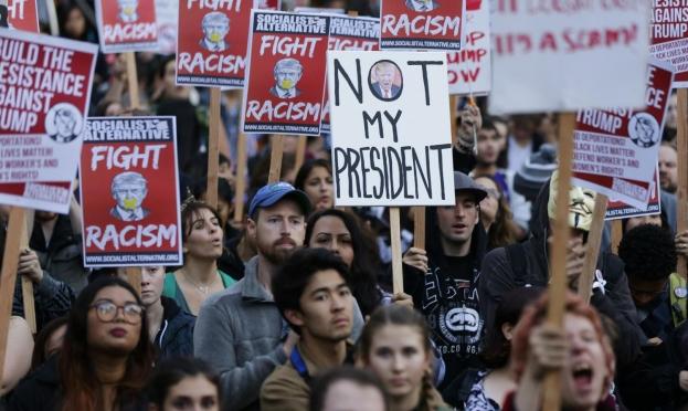 10 ملايين توقيع للمطالبة بعزل ترامب
