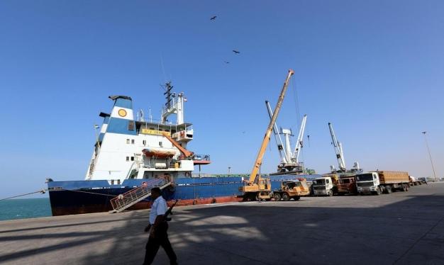 """الحكومة اليمنية تتهم الحوثيين بـ""""تنفيذ مسرحية جديدة"""""""