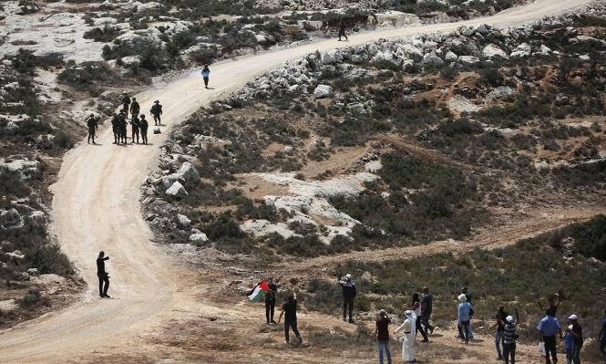 الاحتلال يشق شارعين جديدين لمستوطنات معزولة بالضفة