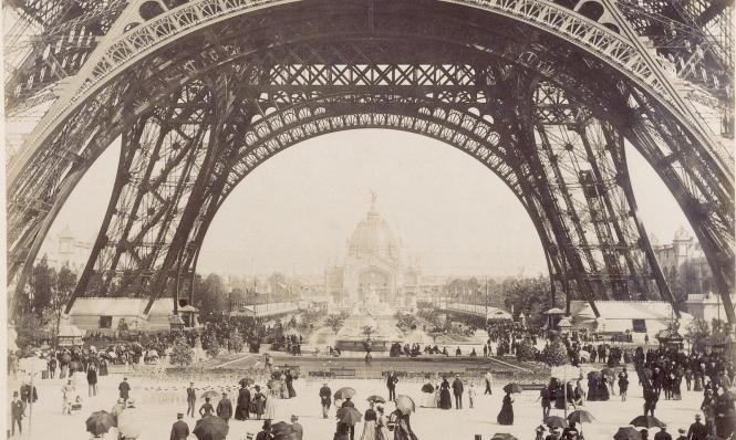 باريس تحتفل بمرور 130 عامًا على تشييد برج إيفل