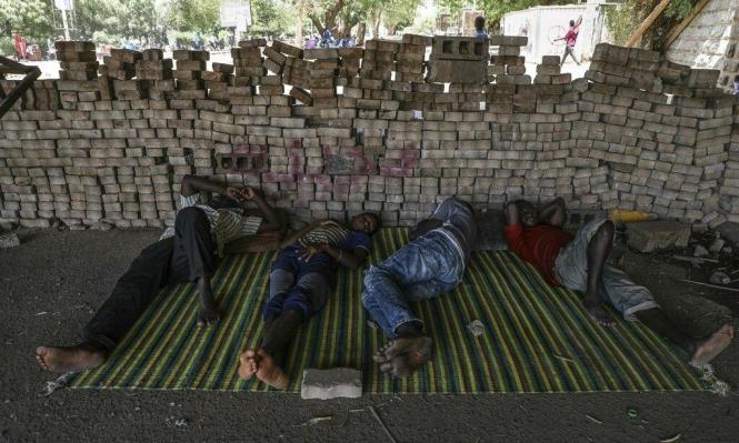 متاريس الثوار بمحيط اعتصام الخرطوم تتعرض لمحاولات إزالة