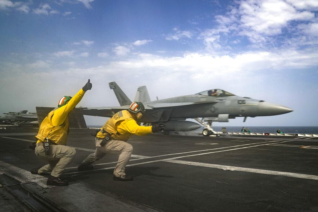 مقاتلات أميركية في الخليج العربي (أ ب)