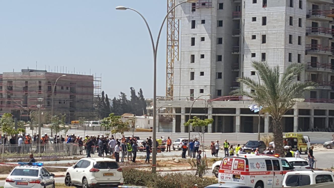 4 قتلى بانهيار رافعة وسط البلاد