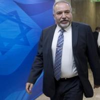 تقرير: ليبرمان يطالب بعدم تدخل نتنياهو بقراراته ضد حماس