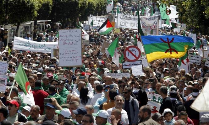 """""""لا انتخابات أيها العصابات"""": حراك الطلاب الجزائريين لم يخمد"""