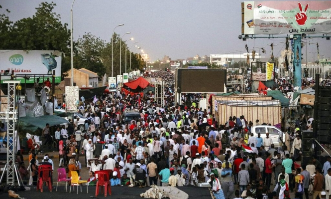 """السودانيون مصمّمون على حكم مدني رغم تعثّر المفاوضات مع """"العسكري"""""""