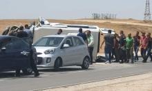 النقب: 7 إصابات بانقلاب حافلة ركاب صغيرة