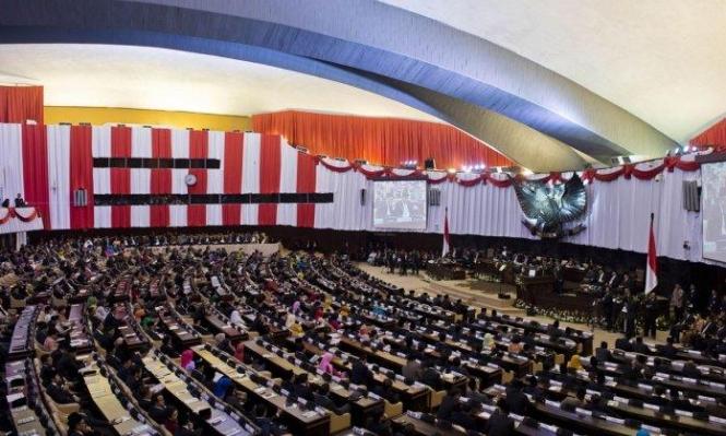 """تحقيق يكشف """"البيئة المسمومة"""" والتحرشات في برلمان إندونيسيا"""