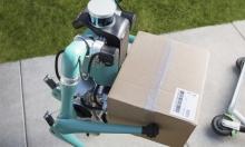 """قد يطرق بابك قريبًا: روبوت """"فورد"""" لتوصيل الطلبات للمنازل"""