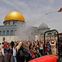 أكثر من 100 ألف فلسطيني يؤدون الجمعة الثالثة من رمضان بالأقصى