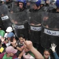 الجزائر: اعتقالات واسعة لعشرات المتظاهرين
