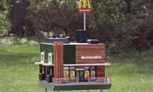"""ليس بشريًا: افتتاح أصغر فرع """"ماكدونالدز"""" في العالم"""