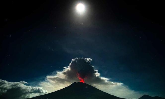 بركان لخمس دقائق يشلّ حركة الطيران في بالي