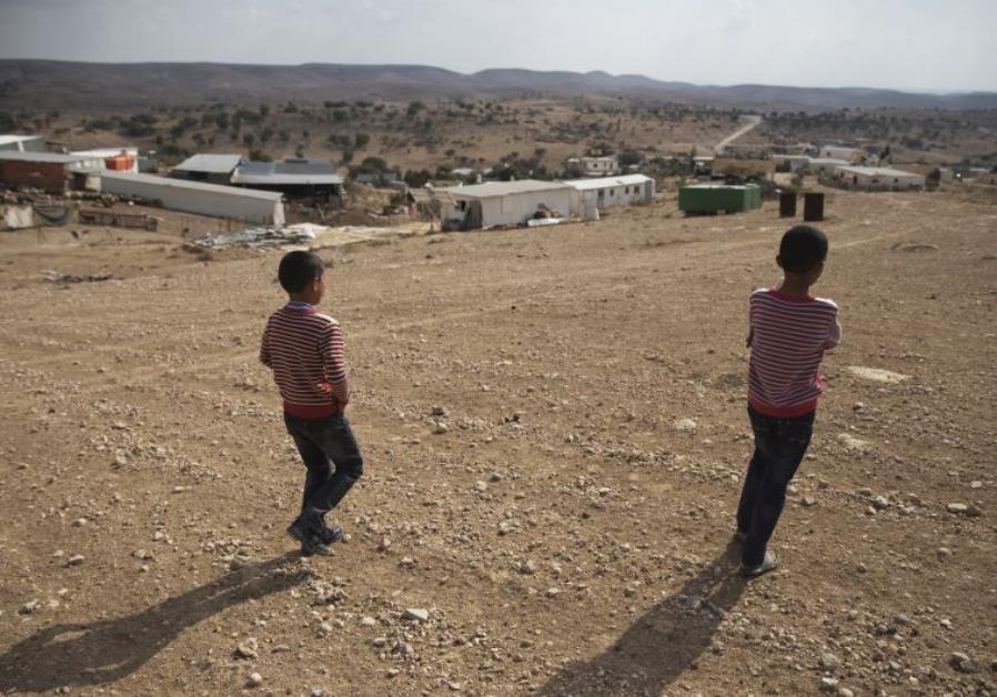 من القرى مسلوبة الاعتراف في النقب (رويترز)