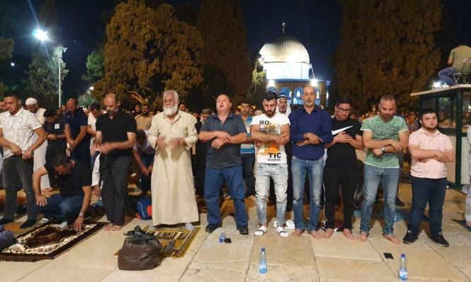 الاحتلال يحاصر المعتكفين بالأقصى لتوفير الحماية للمستوطنين