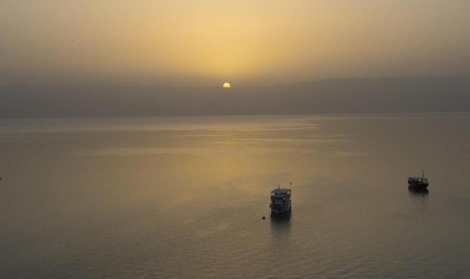 فقدان آثار 5 أشخاص في بحيرة طبرية كانوا على متن قارب