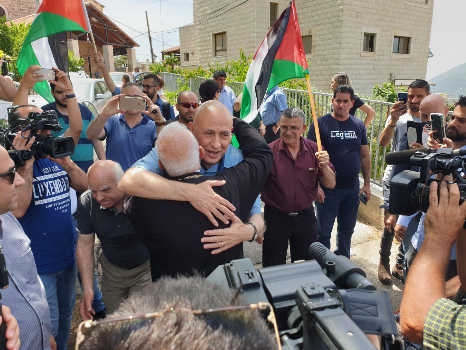 الأسير باسل غطاس يعانق الحرية