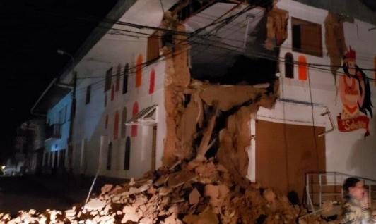 عشرات القتلى والجرحى بزلزال بالبيرو والإكوادور
