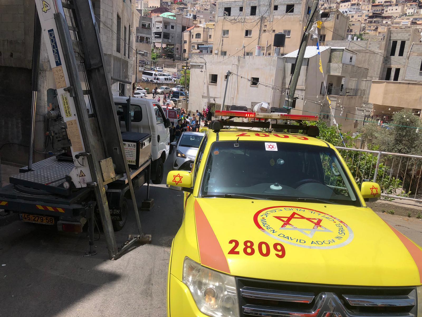 دير الأسد: إصابة خطيرة لعامل سقط عليه جسم ثقيل