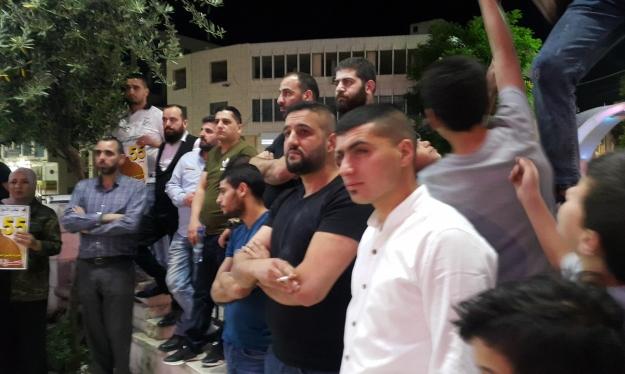 الخليل: وقفة تضامنية مع الأسير حسن العويوي