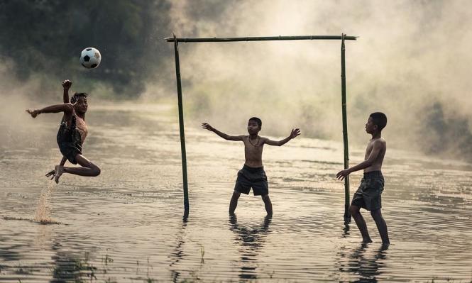 ممارسة الرياضات الجماعية قد تُساعد بتخطي تجارب الطفولة السلبية