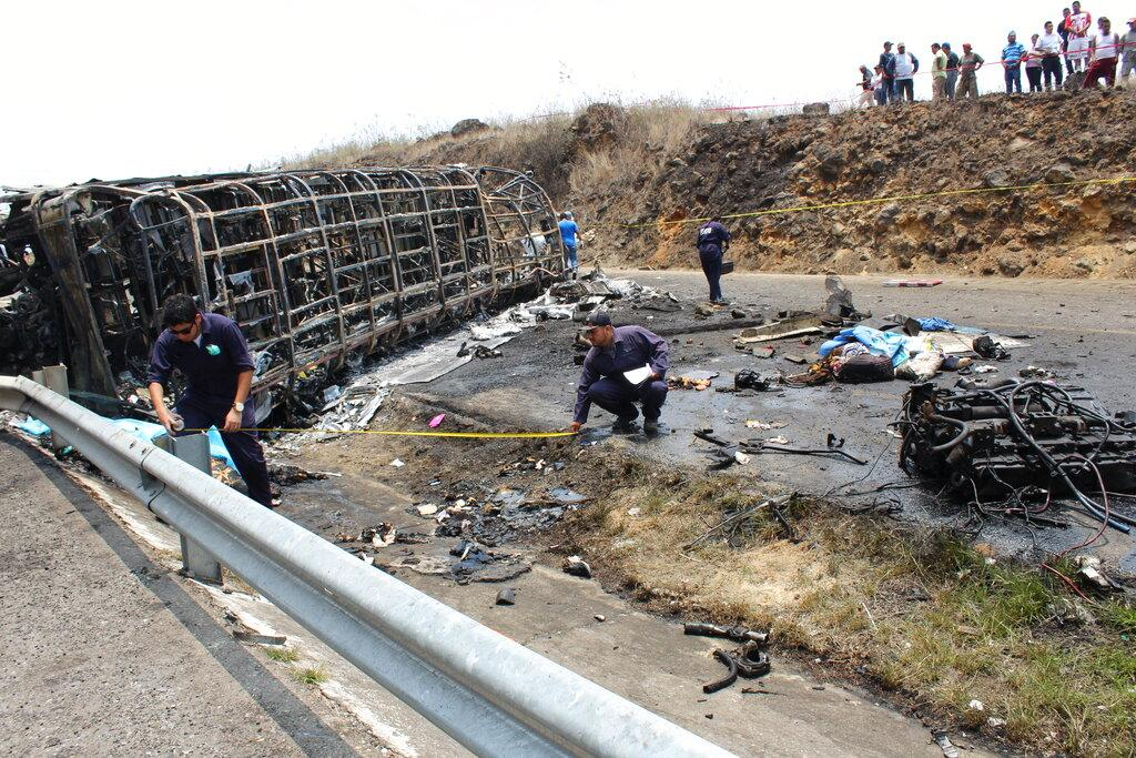 المكسيك: مصرع 21 شخصا في تصادم حافلة بشاحنة