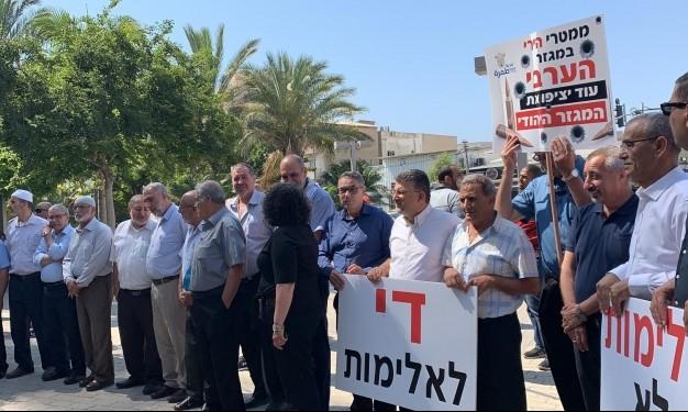 من تظاهرة المتابعة أمام مقرّ الشر طة في تل أبيب (عرب ٤٨)