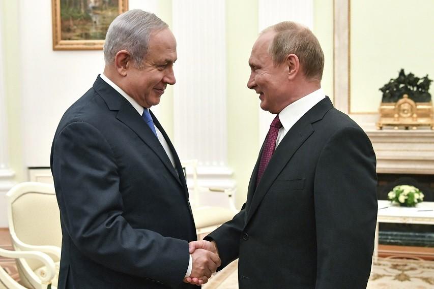 بينما تتعرض إيران للقصف في سورية، تغضّ روسيا الطرف عن النشاط الإسرائيلي (أ ب)