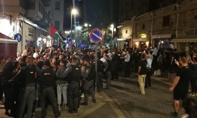 لائحة اتهام ضد الشرطي المعتدي على متظاهرين بحيفا في أيار 2018
