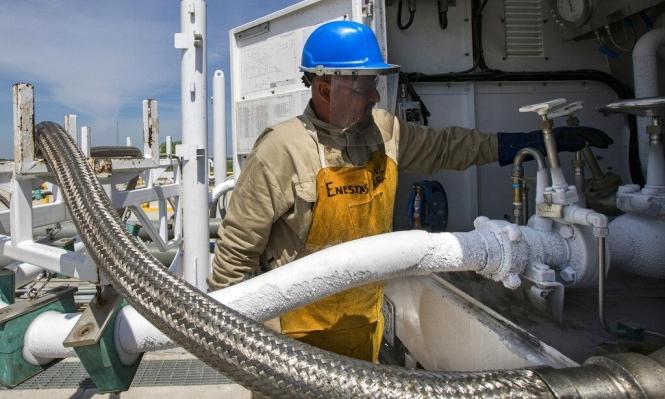 أسعار النفط تهبط متأثرة بالتوتر التجاري الأميركي المكسيكي