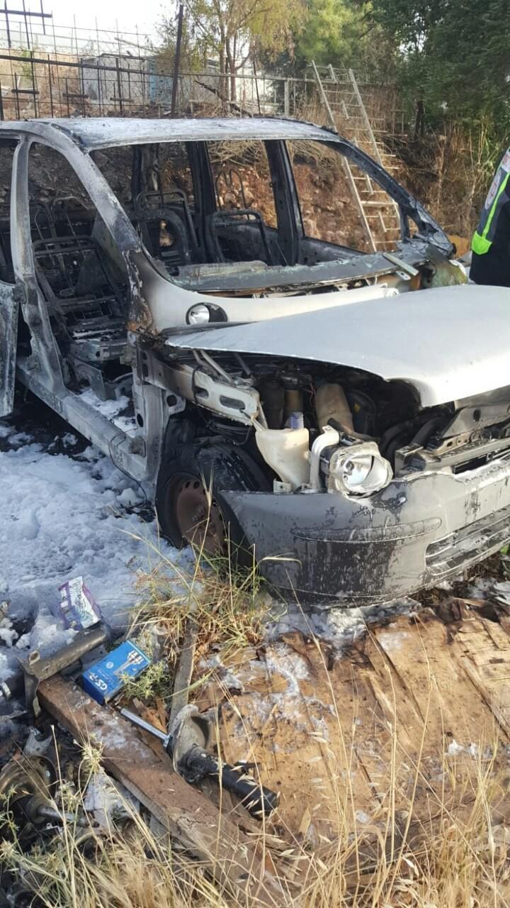 مصرع طفلة علقت داخل سيارة تحترق شمال القدس